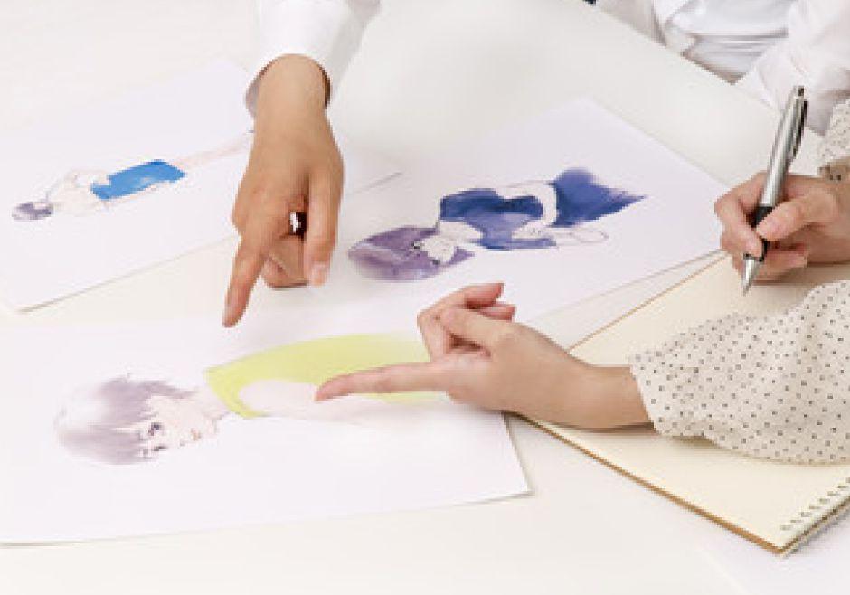 illustratorやPhotoshopを活用し、実用的な知識と技術の習得も目指します。
